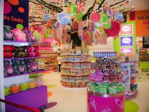 Tienda de chuches en un mall. Autor Yoshi5000 de Flickr.