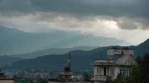 http://www.publicdomainpictures.net/view-image.php?image=68083&picture=los-rayos-del-sol-por-encima-de-katmandu
