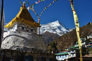 http://www.publicdomainpictures.net/view-image.php?image=68141&picture=estatua-budista-en-el-himalaya